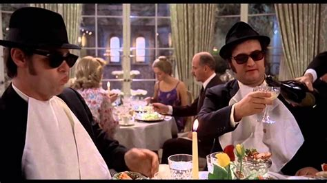 Neulich im Restaurant (The Blues Brothers) - YouTube
